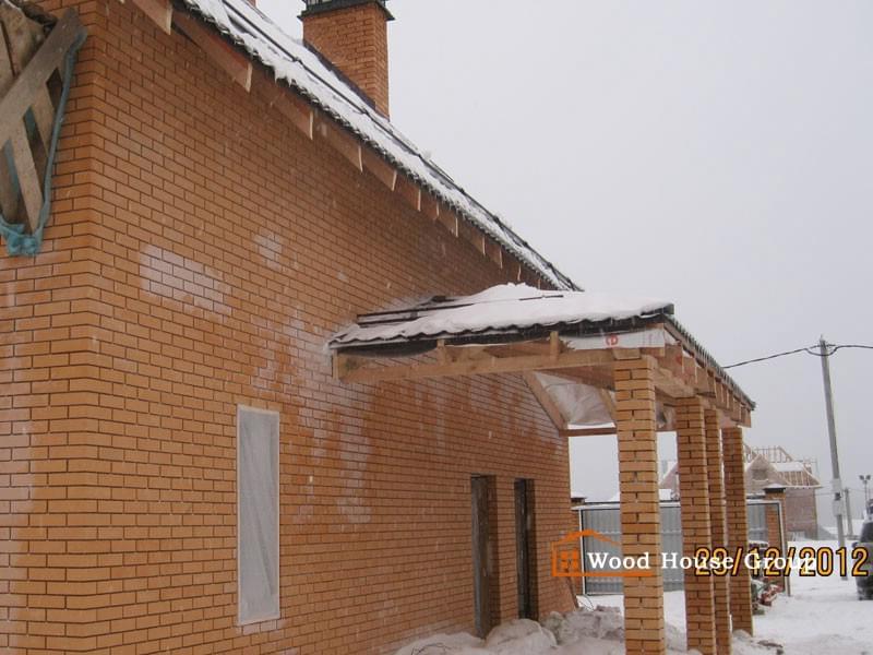 Дом из газобетонных блоков с кирпичной облицовкой