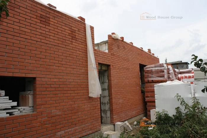 Дом из газоблоков с кирпичной облицовкой