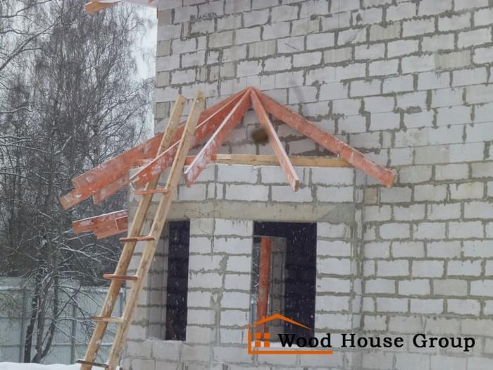 Дом из газобетонных блоков на монолитной плите